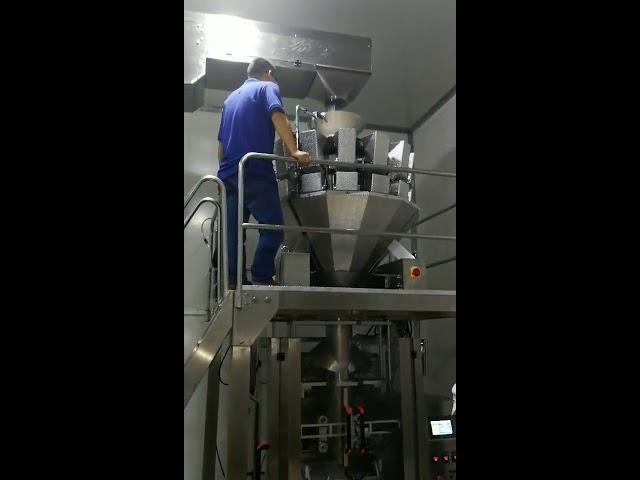China automatische Nahrungsmittelimbisszuckersüßigkeitpulver sät Nusspulver vertikale Verpackungsmaschine